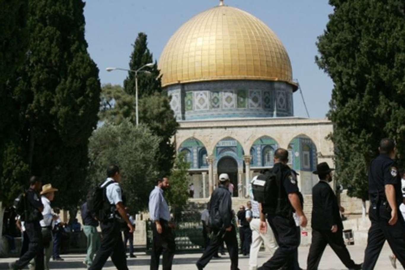 Siyonist Yahudiler Mescid-i Aksa'ya Baskın Düzenledi