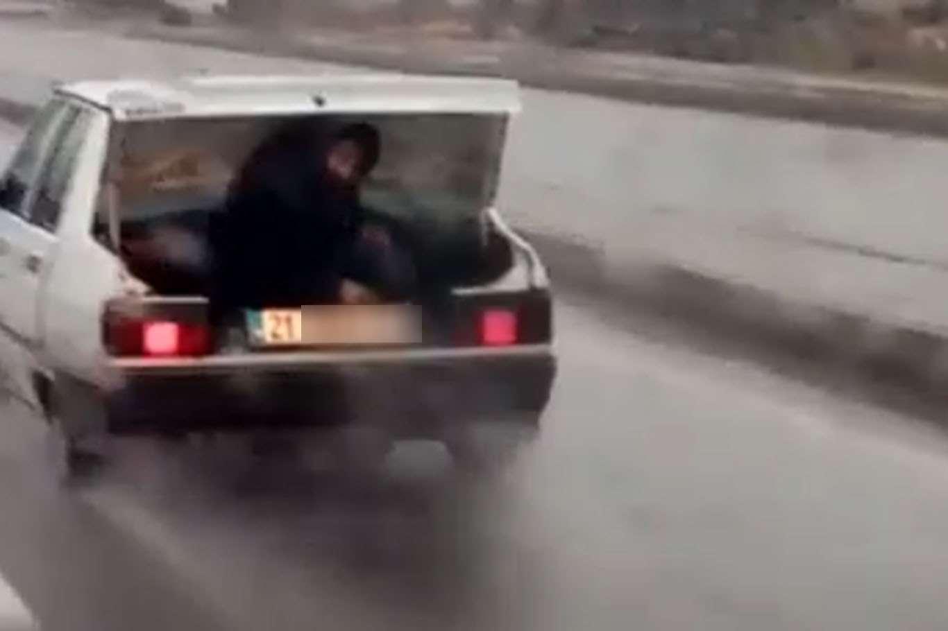 Araba Bagajında Tehlikeli Yolculuk Kameraya Böyle Yansıdı