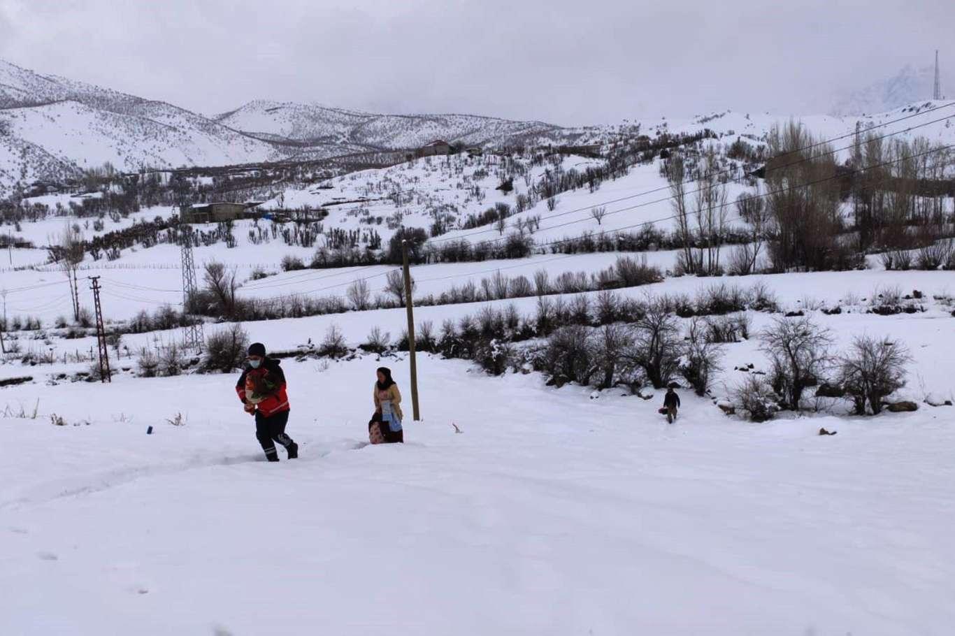 Karda Mahsur Kalan Bebek Yoğun Uğraşlar Sonucu Kurtarıldı