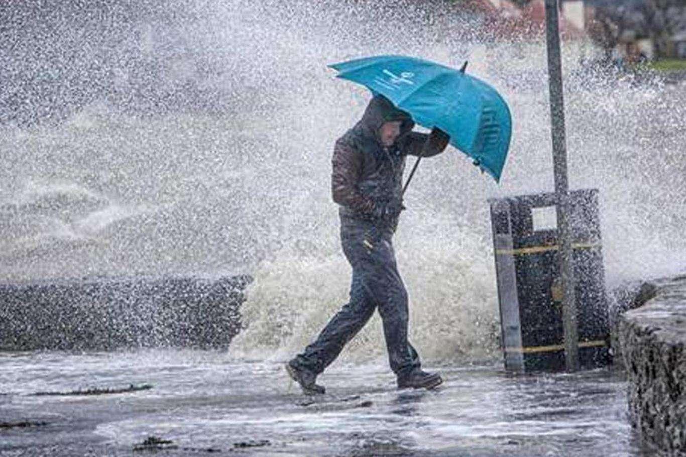 Meteoroloji Halkı Uyardı: Fırtına Ve Yağış Uyarısı