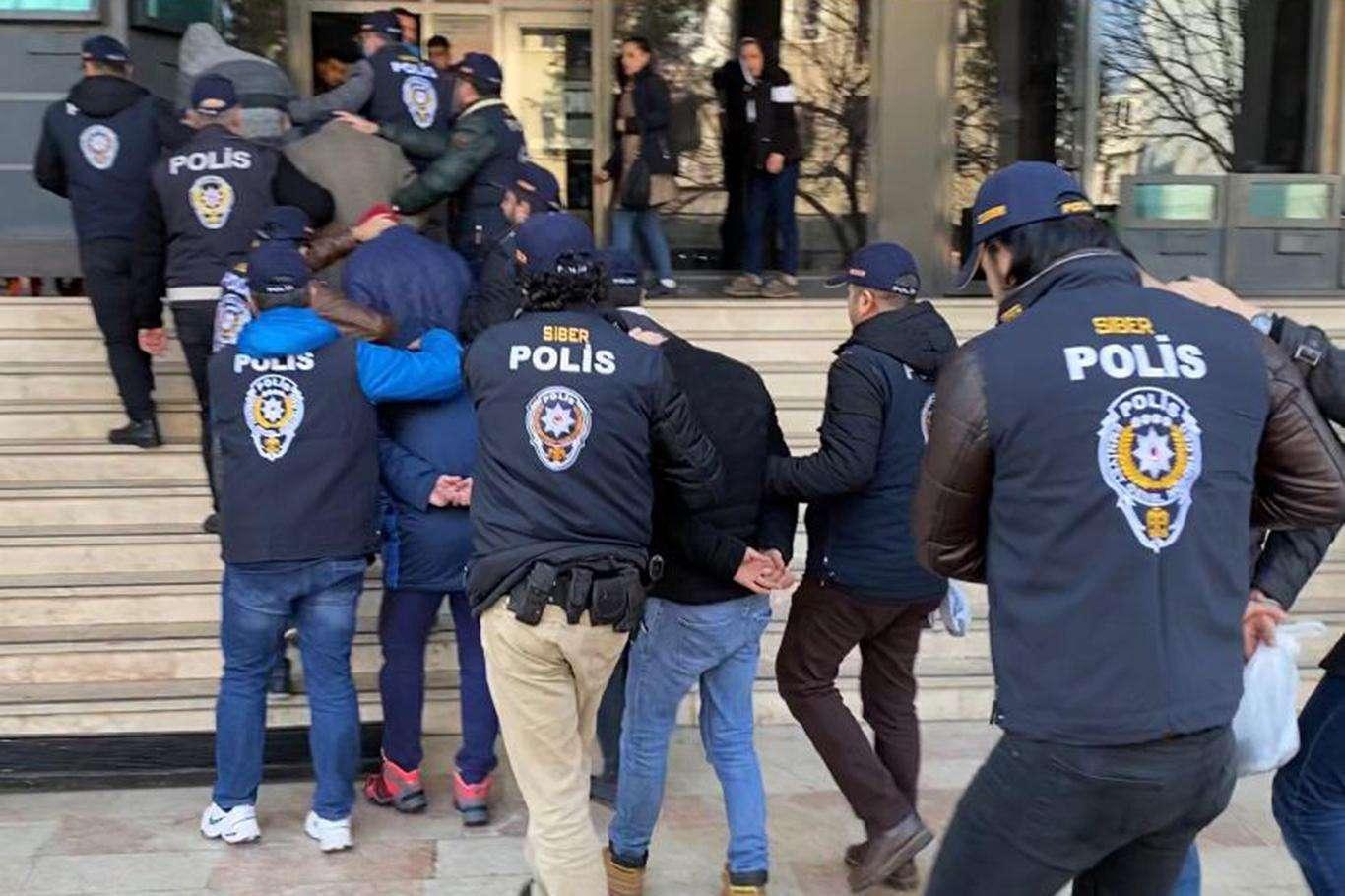 Adana'da Yakalama Kararı Bulunan 329 Kişi Yakalandı