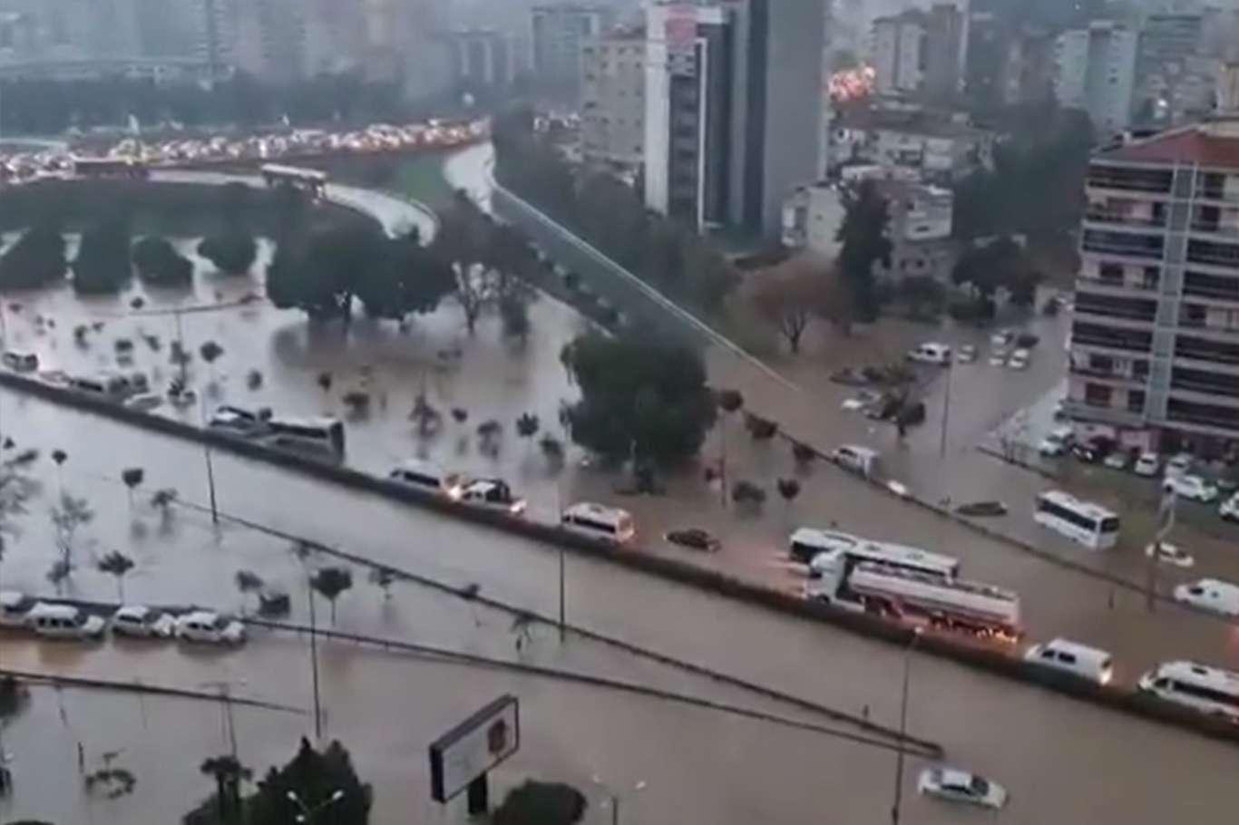 İzmir'de Kamu Memurlarının İzinleri Uzatıldı