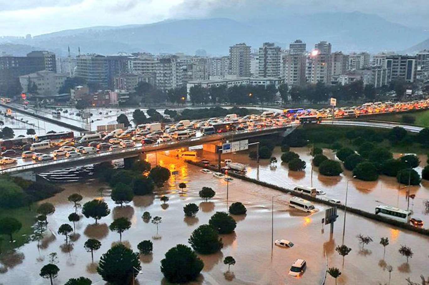İzmir'de Yaşanan Sel Felaketinde Can Kaybı Yükseldi