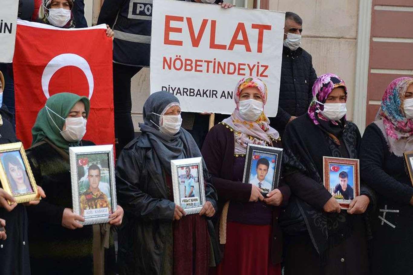Diyarbakır'da Evlat Nöbetinde Sevindirici Haber: 1 Kişi Teslim Oldu