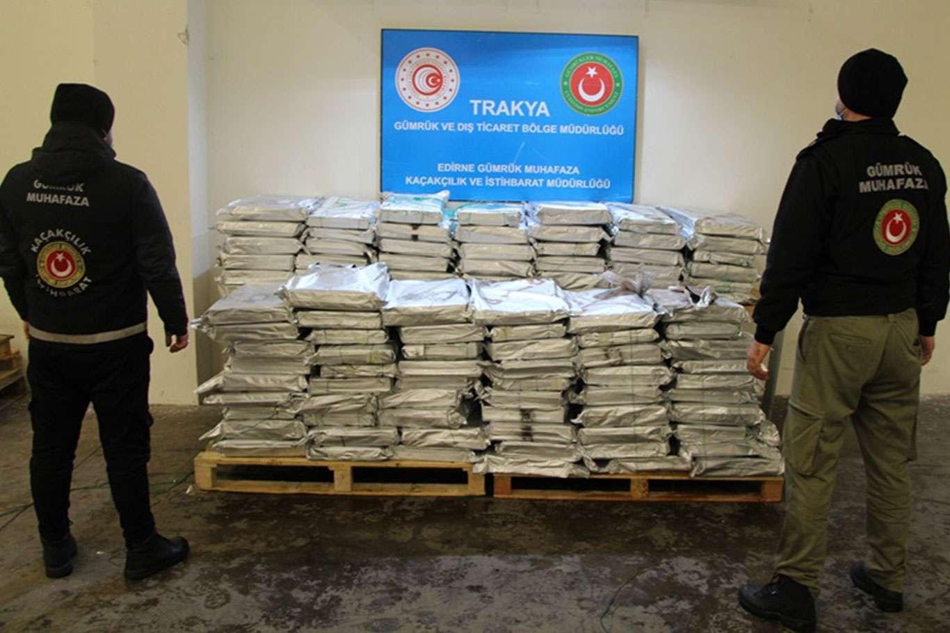 Türkiye'ye Sokulmak İstenen 230 Kilo Esrar Yakalandı