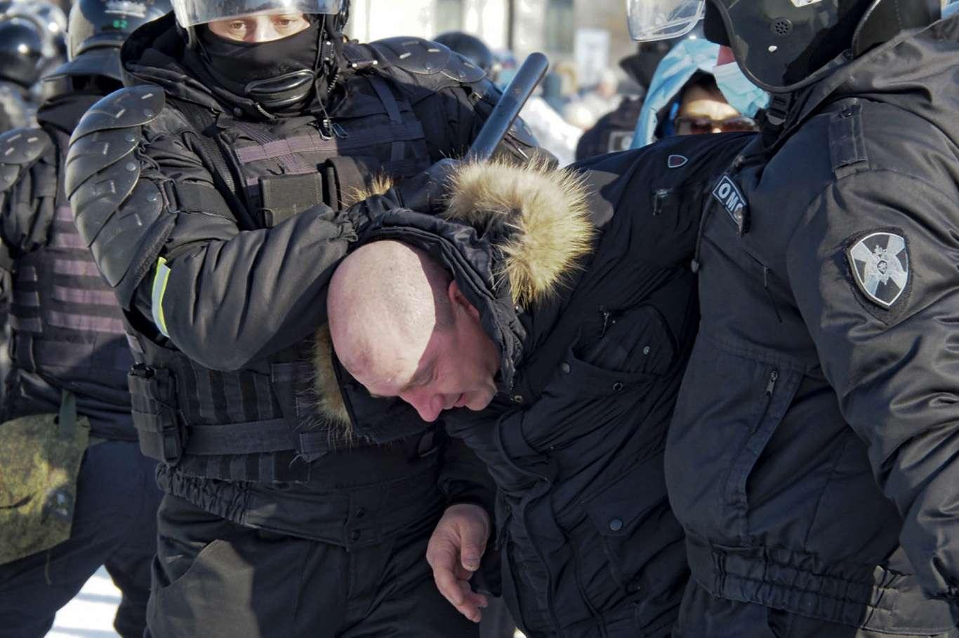 Son Dakika: Rusya 3 Diplomatı Sınır Dışı Etti