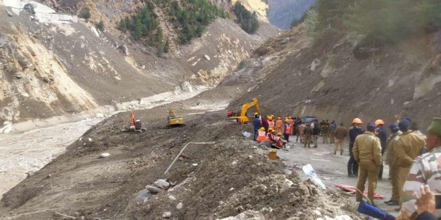 Hindistan'da Bir Buzulun Kopmasının Neden Olduğu Heyelanda Can Kaybı 31'e Yükseldi