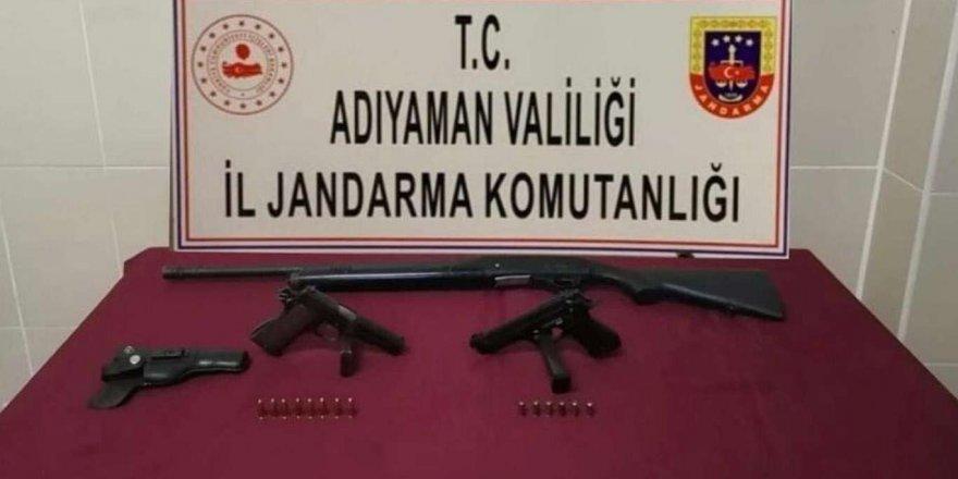 Adıyaman'da Ruhsatsız Tabanca Ve Av Tüfeği Ele Geçirildi