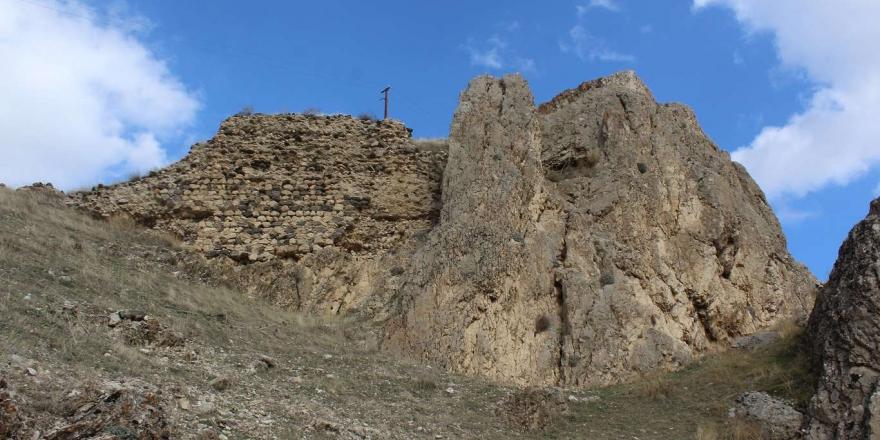 Keşfedilmeyi Bekleyen Hazine: 5 Bin Yıllık Palu Kalesi