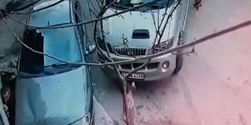 Kaldırımda Oturan Engelliye Otomobil Çarptı