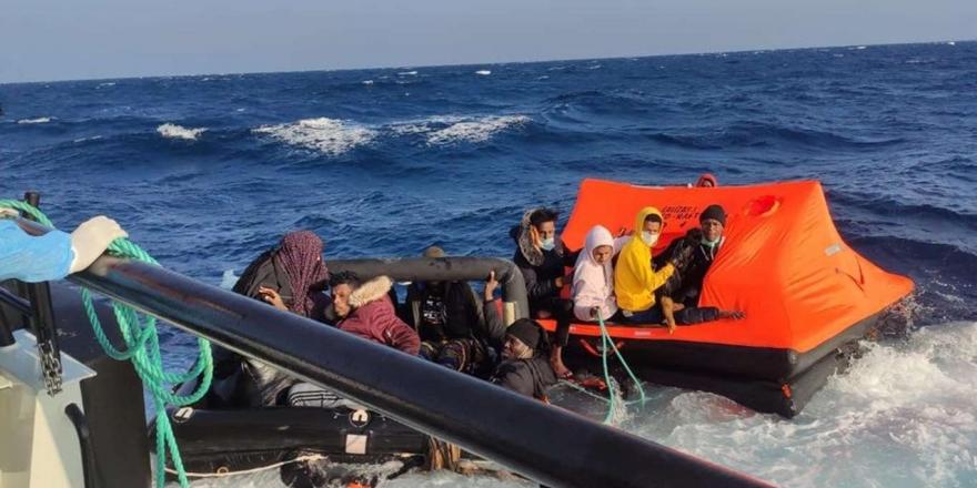 Can Salı İçerisinde Ölüme İtilen 31 Düzensiz Göçmen Kurtarıldı