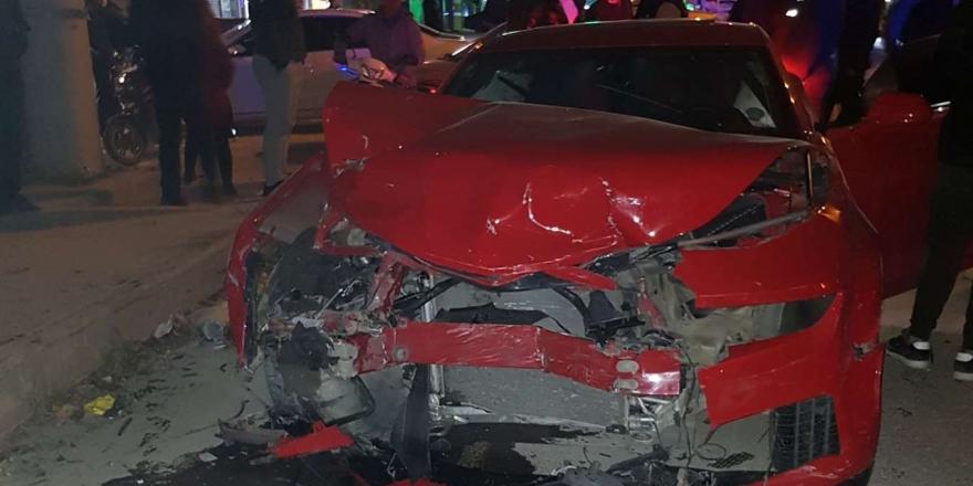 Mardin'de İki Otomobilin Karıştığı Trafik Kazasında 3 Kişi Yaralandı