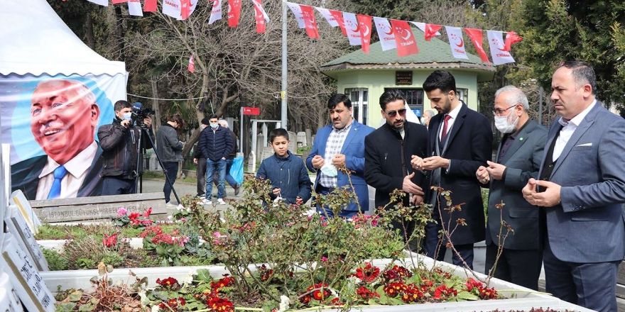 Hüda Par İstanbul İl Başkanlığı Merhum Erbakan'ı Kabri Başında Dualarla Yâd Etti