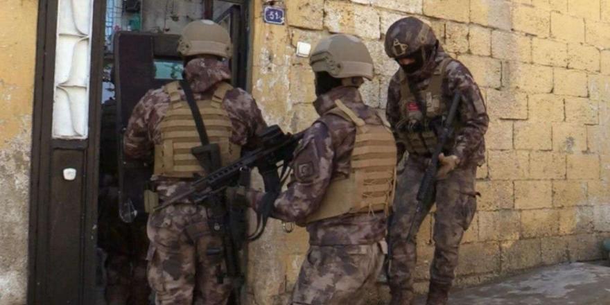 adana'da Aranan 337 Kişi Yakalandı