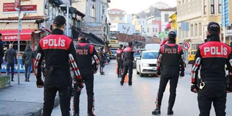 İstanbul'da Aranma Kaydı Bulunan 4 Kişi Yakalandı