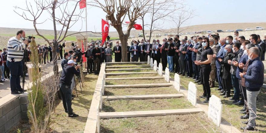 Nusaybin'de Pkk Tarafından Katledilen 5'i Çocuk 8 Köylü Mezarları Başında Anıldı