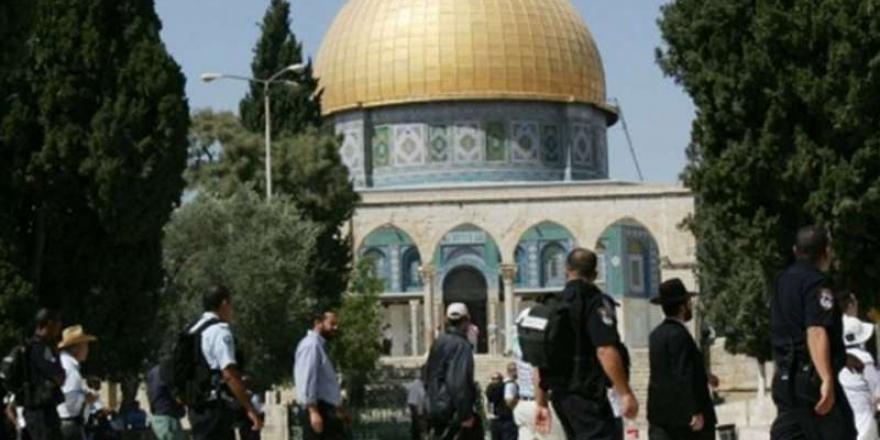 Siyonistler Mescid-i Aksa'ya Yine Baskın Düzenledi