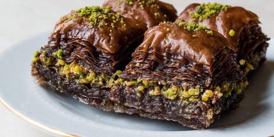 Nefis Çıtır Çıtır Çikolatalı Baklava Tarifi! Çikolatalı Baklava Nasıl Yapılır?