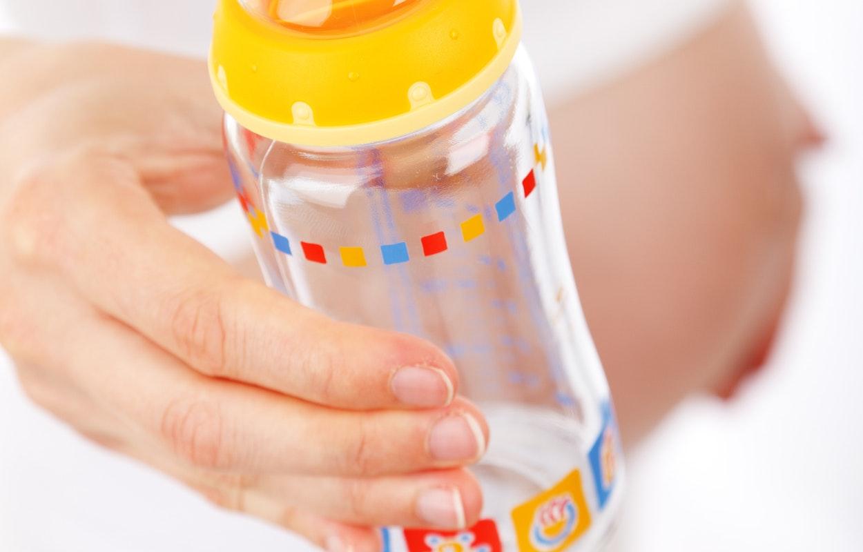 Bebeğinizin Emzik Ve Biberonunu Şekere Batırmayın!