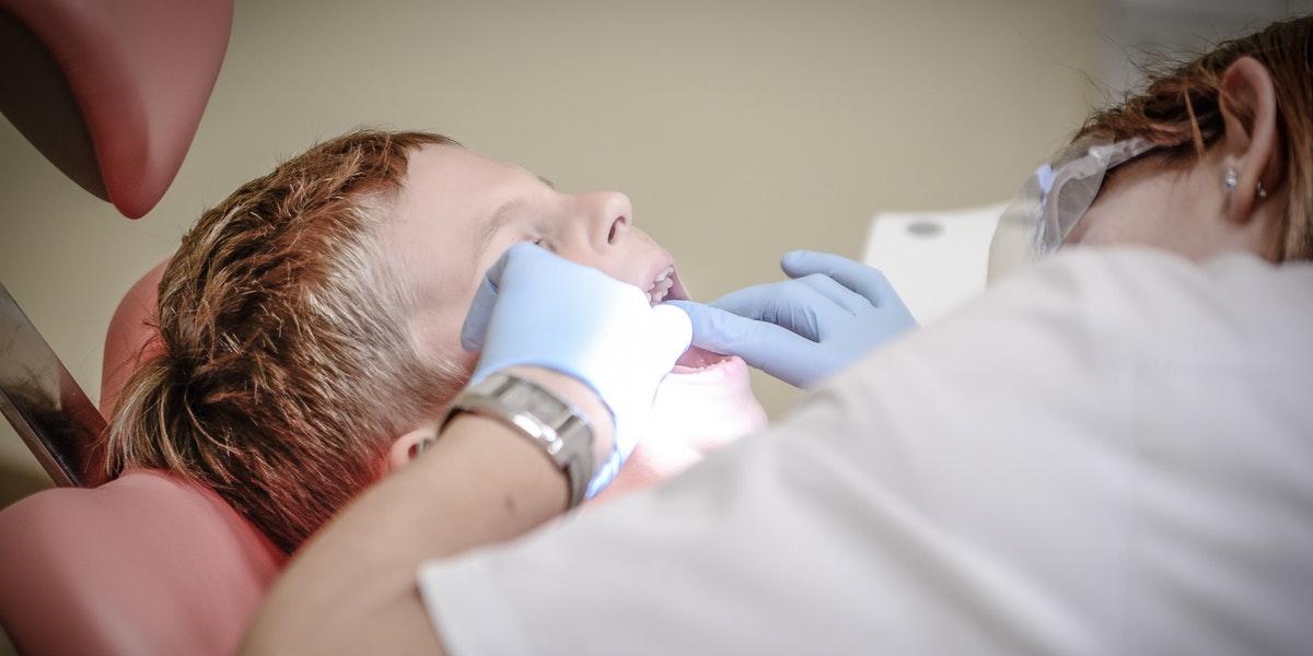 Çocuklarda Diş Çürükleri: Neden Olur, Nasıl Tedavi Edilir?