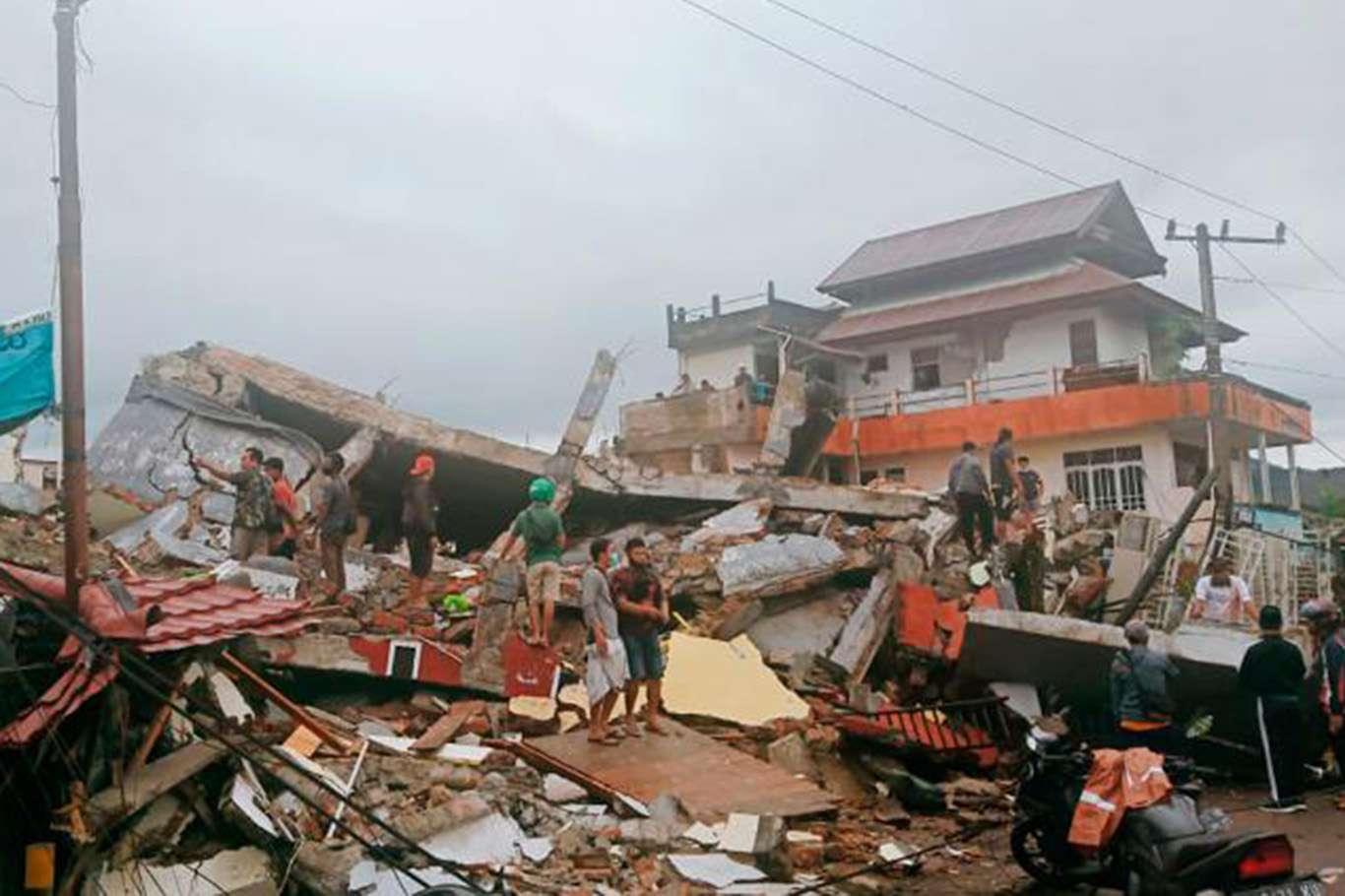 Çok Şiddetli Deprem! Ölü ve Yaralı Sayısı Devamlı Artıyor! Binlerce Kişi Tahliye Edildi