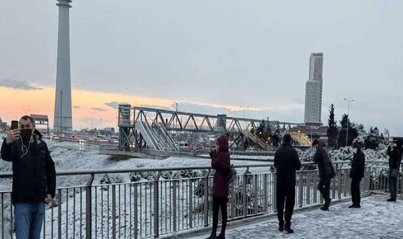 İstanbul'da Gece Başlayan Kar Yağışı Yüksek Kesimlerde Devam Ediyor!