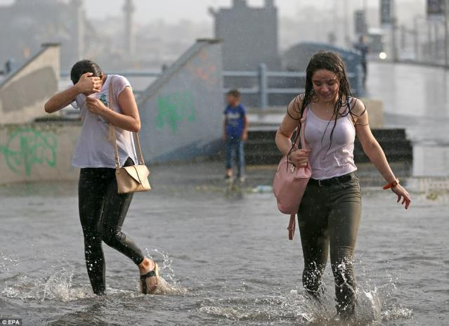 Meteoroloji'den Şiddetli Sağanak ve Fırtına Uyarısı