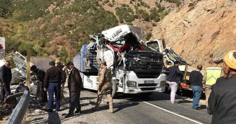 Şemdinli'deki Tır Kazasında 1 Kişi Hayatını Kaybetti