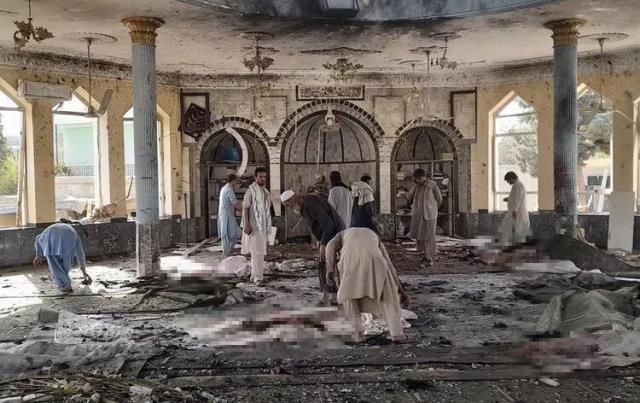 Afganistan'da Cuma Namazı Kılınırken Bombalı Saldırı Düzenlendi