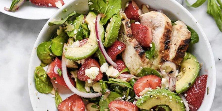 Tavuklu Avokado Salatası! Tavuklu Avokado Salatası Tarifi Nasıl Yapılır?