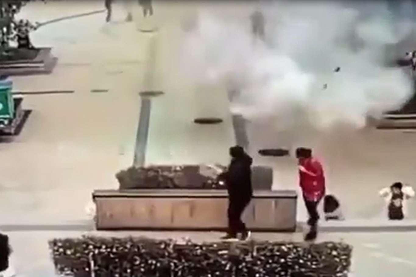 Çin'de Korku Dolu Anlar: Torpil Kapakları Havaya Uçurdu