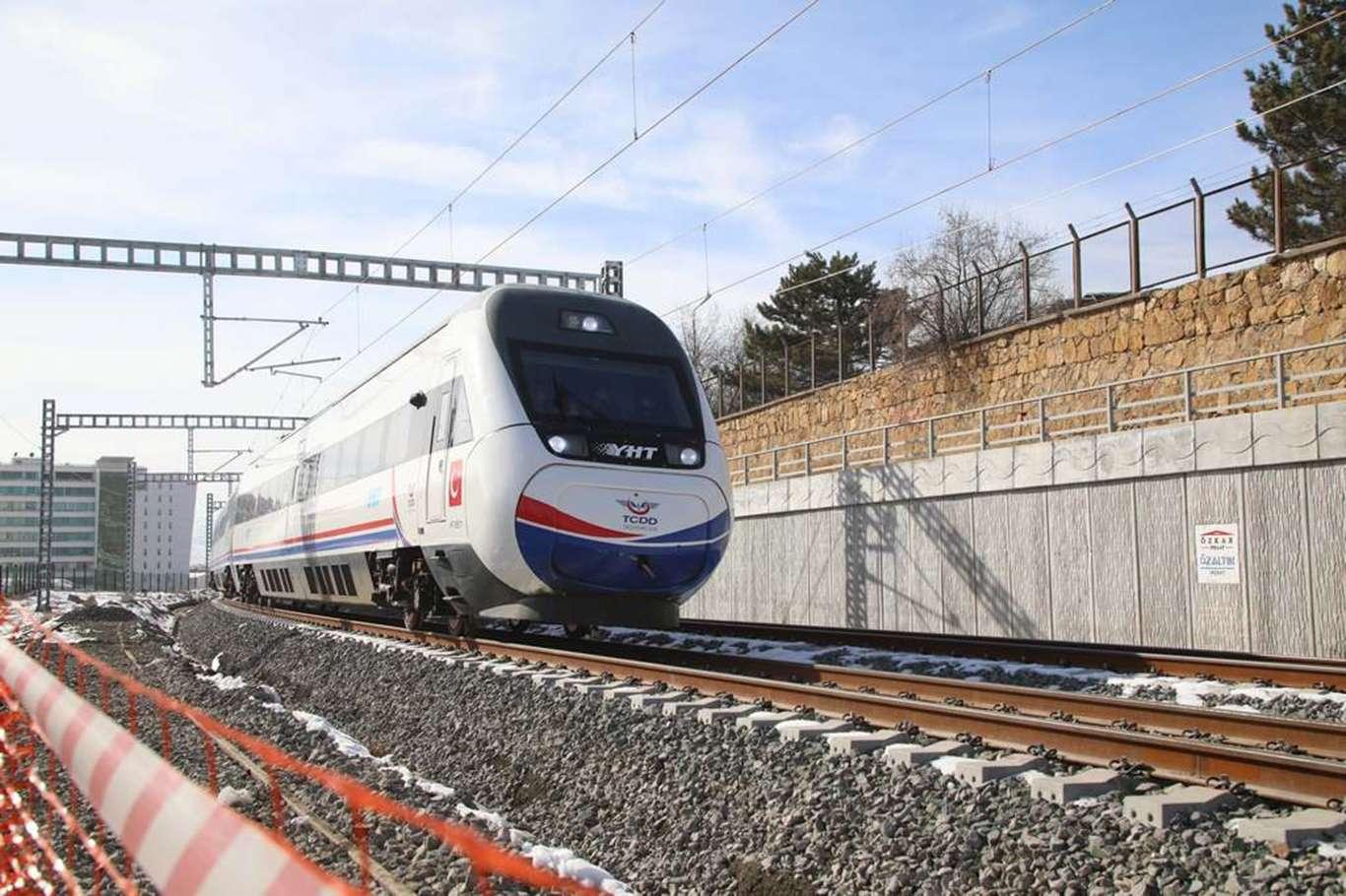 Yüksek Hızlı Tren Test Sürüşünde Sivas'a Ulaştı