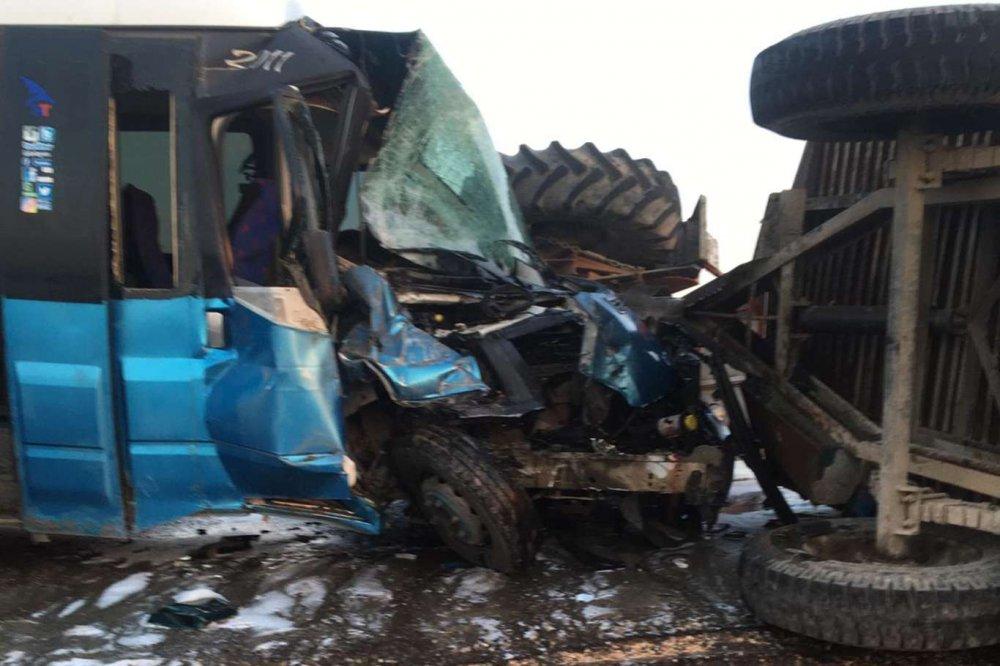 Batman'da Yolcu Otobüsü İle Traktör Çarpıştı: 3 Ağır Yaralı