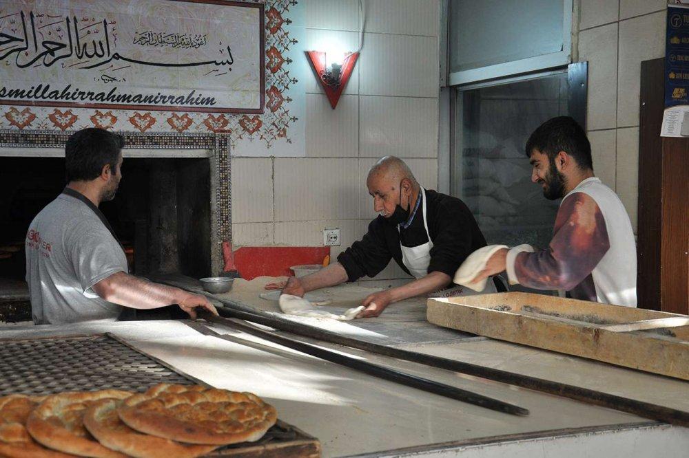 Ömrünü Mesleğine Adayan Ekmek Ustası: 62 Yıl