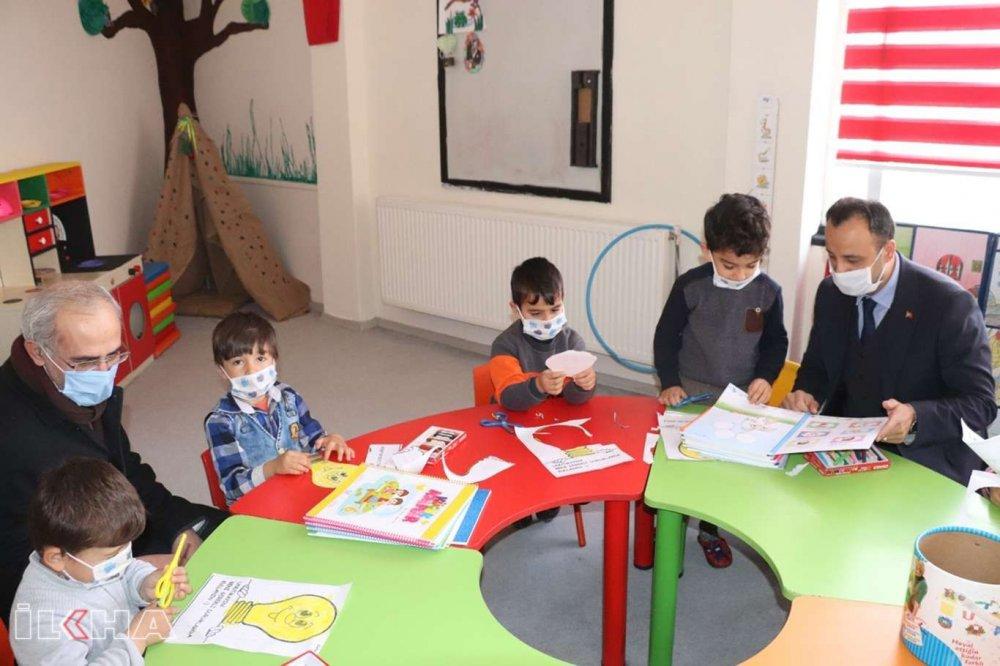 Türkiye'nin Geleceği Minik Öğrencilere Eğitim Setleri Dağıtıldı